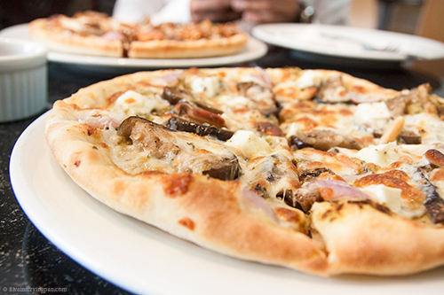 Moroccan Veggie Pizza - Pizza Pub - Satwa - Dubai restaurant